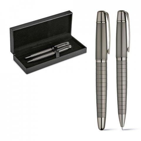 91836.47<br> WARHOL. Roller pen and ball pen set